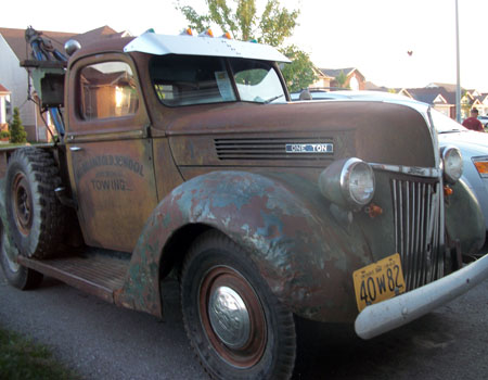1940 tow truck Ontario license licence YOM plates