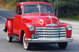 Ontario YOM licence plates 1950 Chevrolet pickup